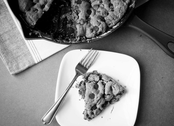 choc chip skillet cookie bw
