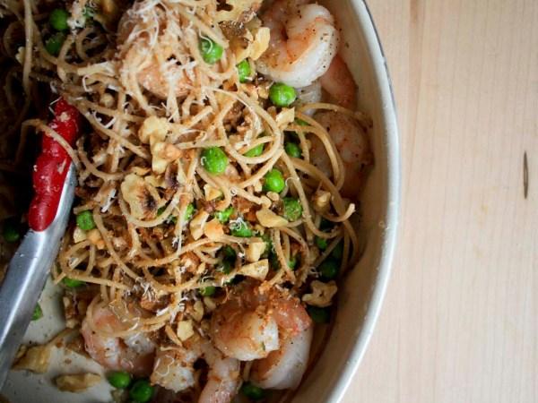 Shrimp Whole wheat pasta & peas on Enjoylifeitsdelicious.com